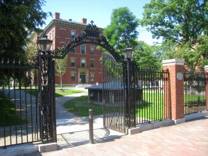 Bradstreet Gate (also known as 1997 Gate), Harvard Yard, Harvard University, Cambridge, Massachusetts. Photo credit: Daderot, Wikimedia Commons.