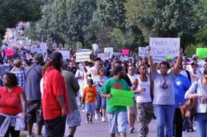 Protestors demonstrating down West Florissant Ave., August 15, 2014. Photo credit: Loavesofbread, Wikimedia Commons.