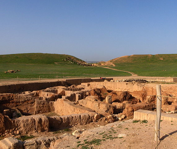 Ruuins of Ebla, a city in Syria, where one of the first archives of clay tablets was found, dating back to the third millennium BCE. Image courtesy Mappo.