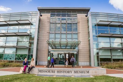 Missouri History Museum, park side entrance 2. Courtesy of Missouri History Museum, https://www.flickr.com/photos/mohistory/11717434556, CC BY-NC-SA 2.0.