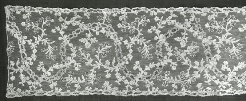 Alençon lace, France, mid-eighteenth century, Diacollectie Kunsthistorisch Instituut Universiteit van Amsterdam [CC BY 3.0 (http://creativecommons.org/licenses/by/3.0)], via Wikimedia Commons.