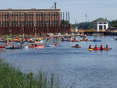 Paddling Heritage Water Trails on the Oswego Canal, Lock O4, Minetto, New York. Photo courtesy of the Erie Canalway National Heritage Corridor.