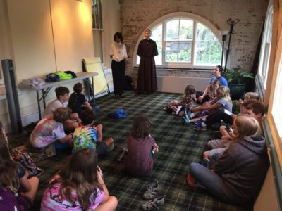 Deborah Strahorn performing as a storyteller for families and children at Oakland Cemetery. Photo credit: Marcy Breffle